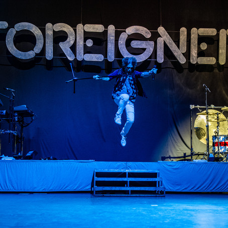 Foreigner live from Santa Barbara, California