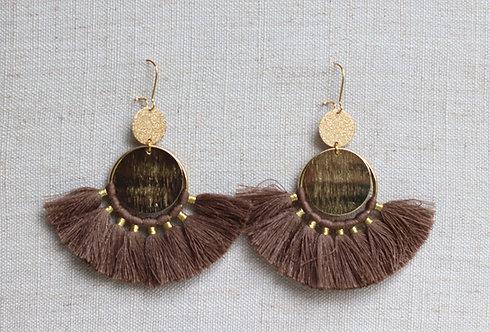 Boucles d'oreilles pompons taupe