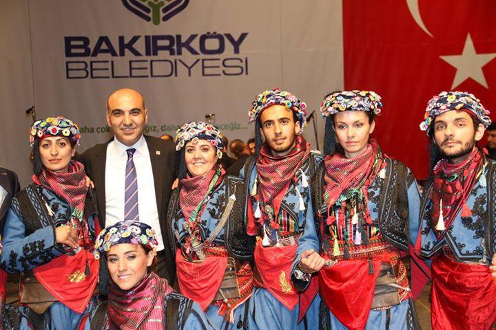 Zeybekler_ve_Bülent_Kerimoğlu.jpg
