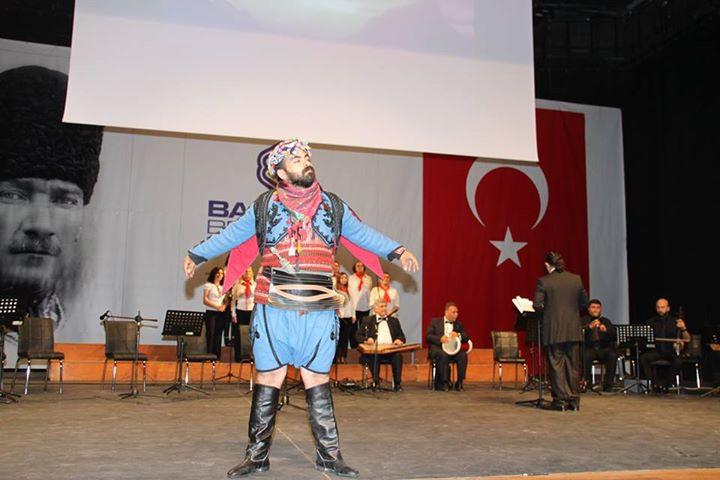 Rasim Sakin-Yörük Ali Oynarken.jpg