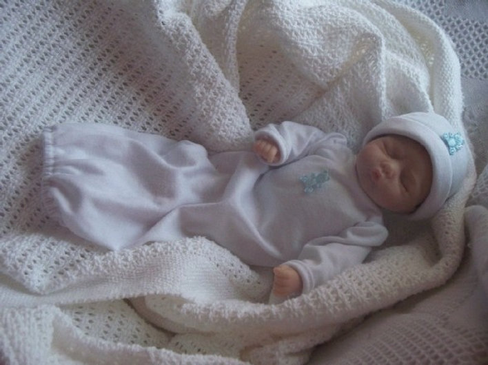 tiny-baby-clothes-g