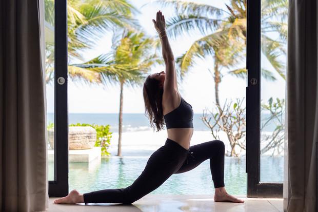Jessica Dewar Yoga_Anjali Asana Pose_Beg