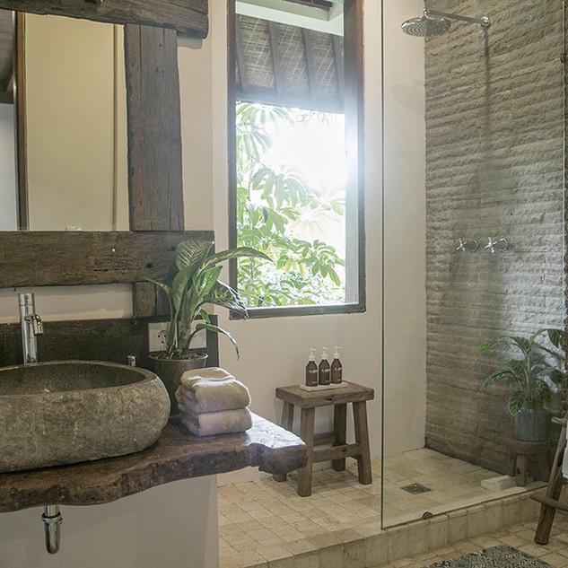sm_firefly_bathroom.jpg