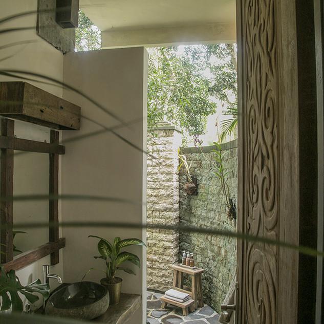 sm_garden_bathroom.jpg