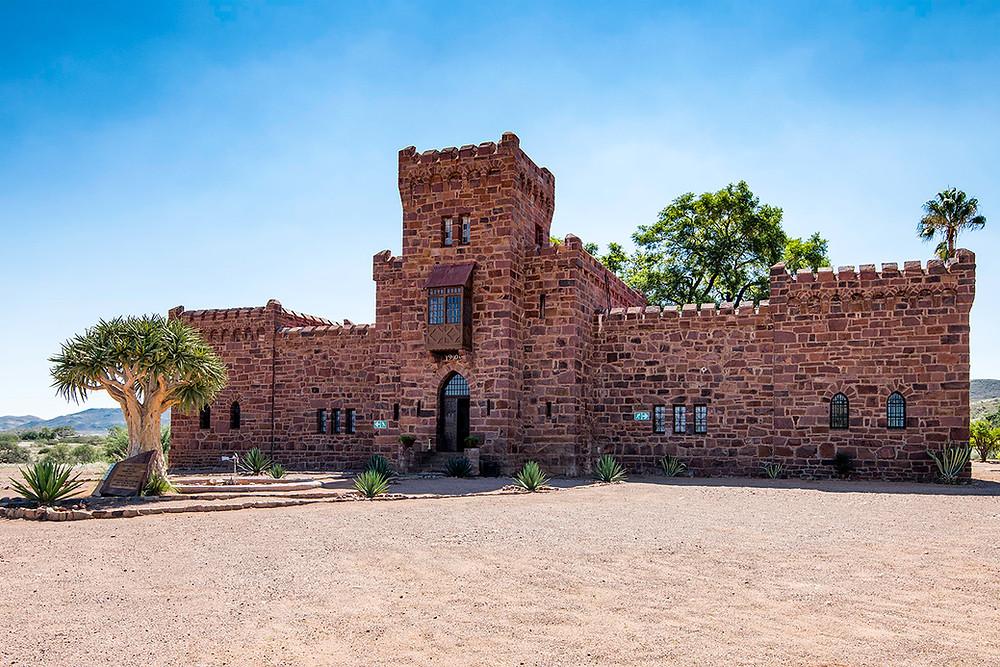 Duwisib Castle mit Köcherbaum