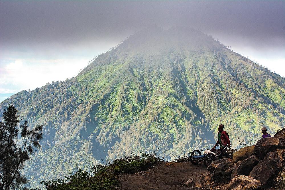 Abstieg vom Ijen Java Indonesien