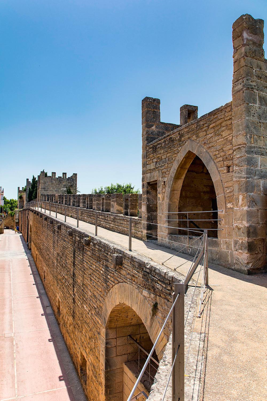 Die Stadtmauer von Alcudia Mallorca