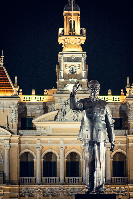 Eine der vielen Ho-Chi-Minh Statuen in Vietnam