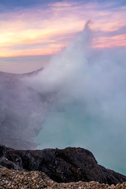 Der Kratersee des Ijen