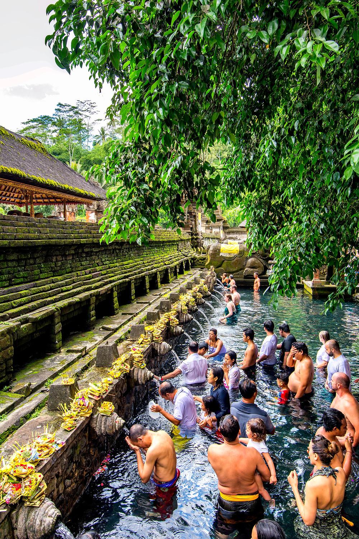 """Pura Tirta Empul (""""sprudelnde Quelle"""") einer von Balis heiligsten und wichtigsten Tempelanlagen"""