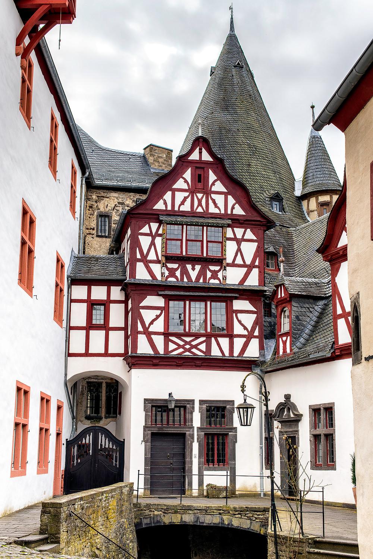 Der Innenhof von Schloss Bürresheim