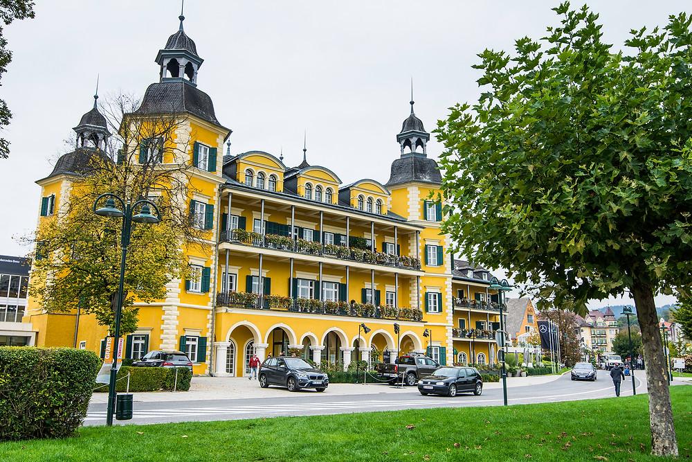 Das sehr bekannte Schloss am Wörthersee in Österreich