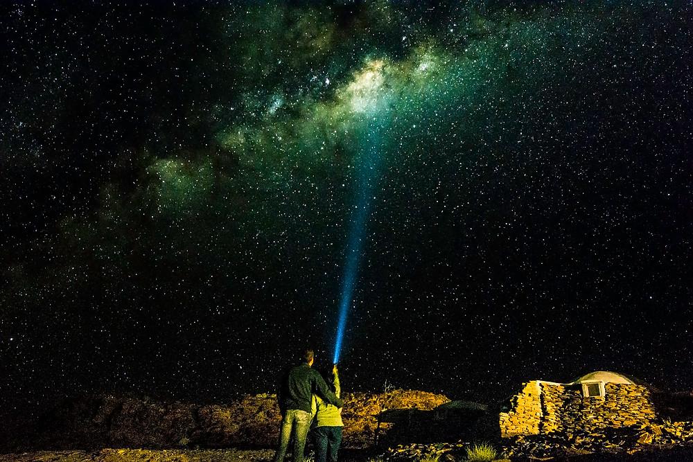 In Namibia sieht man die Milchstraße mit bloßem Auge. Hier auf der Rostock Ritz Lodge war sie besonders schön zu sehen