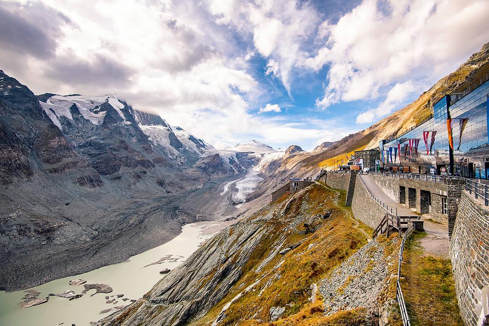 Die Kaiser-Franz-Josefs-Höhe mit Blick auf den Großglockner