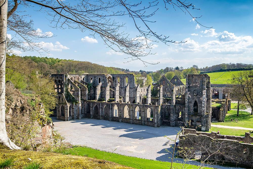 Klosterruine Villers vom Aussichtspunkt