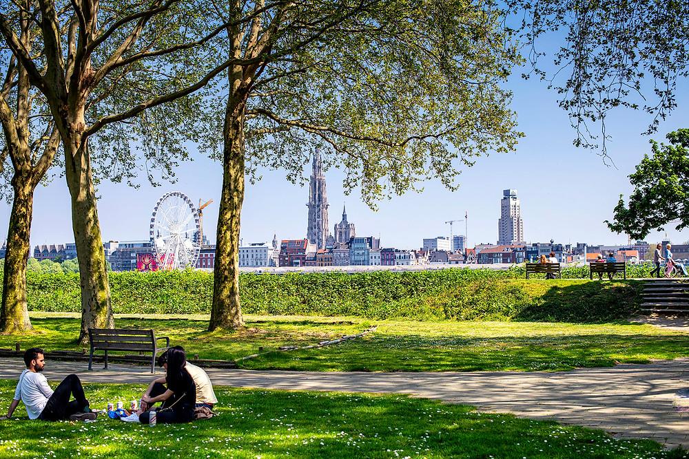 Ausblick auf Antwerpen von der anderen Uferseite