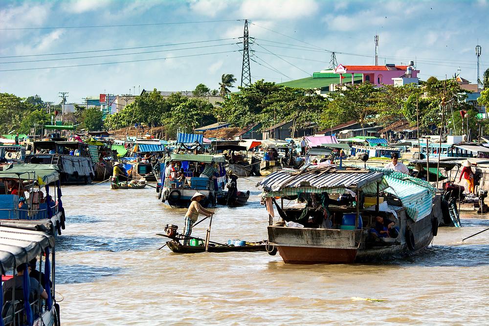Auf dem schwimmenden Markt von Cho Nôi Cái Rang gibt es alles mögliche zu kaufen.