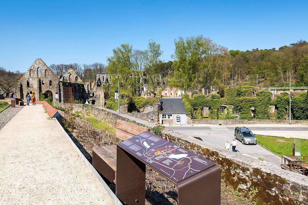 Blick auf das Kloster Villers
