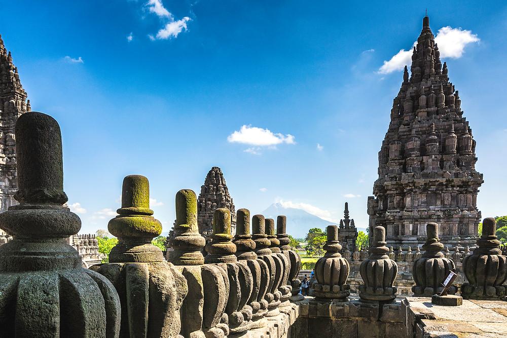Vulkane in der Umgebung vom Prambanan Tempel