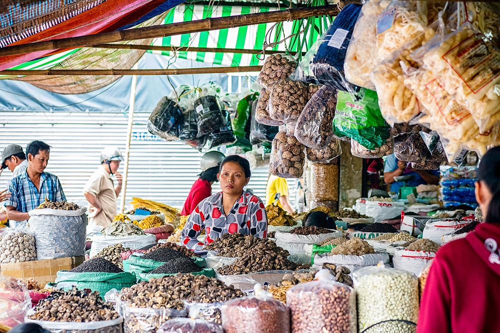 Ein riesiger Markt in Chinatown Saigon