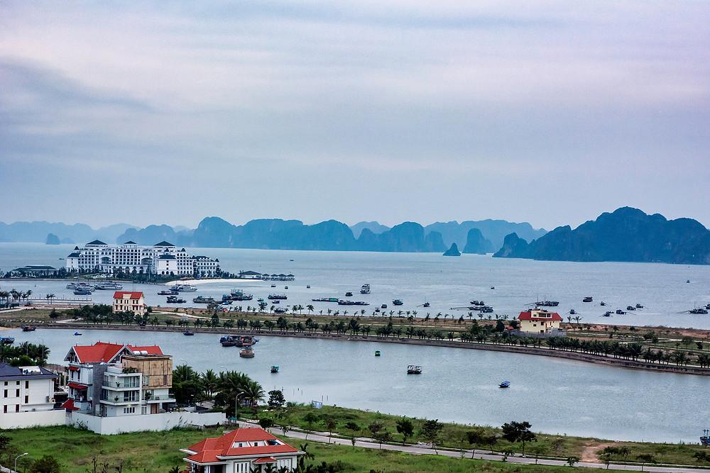 Die ersten Ausblicke auf die Halong Bucht