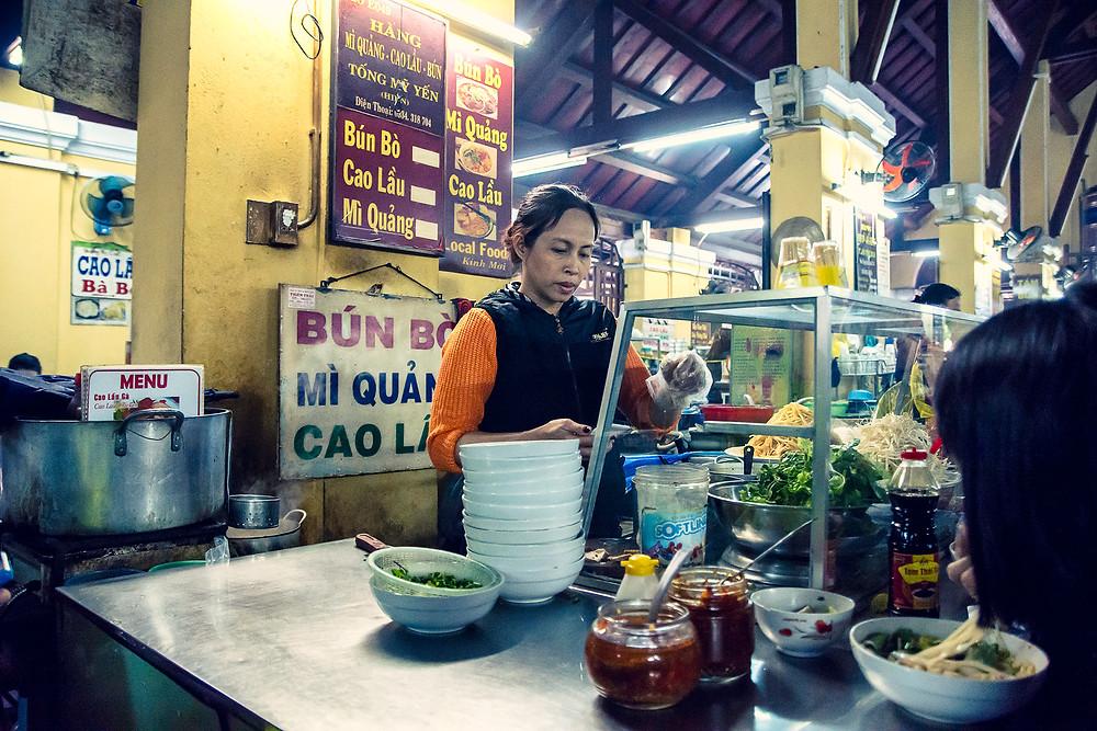 Mittagessen in der Markthalle von Hoi An