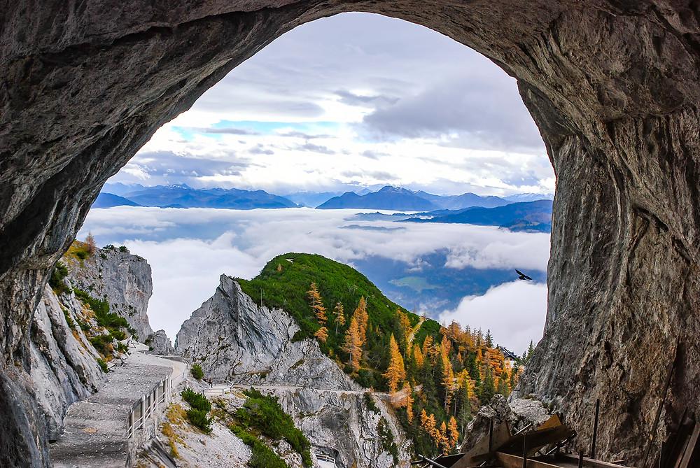 Eisriesenwelt in Österreich und Blick ins Tal