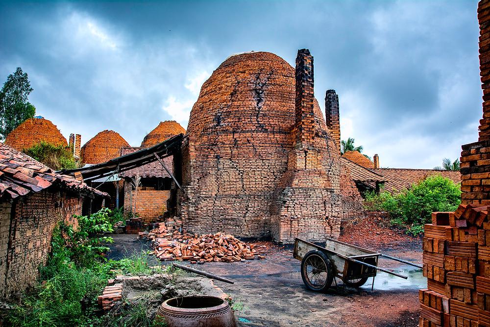 Eine alte Ziegelei am Ufer des Mekong in Vietnam