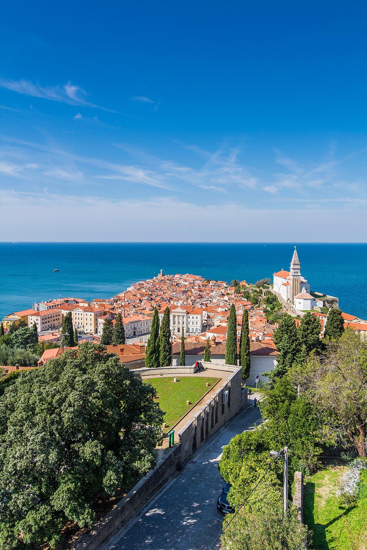 Von den Stadtmauern aus bietet sich ein wunderschöner Ausblick über ganz Piran