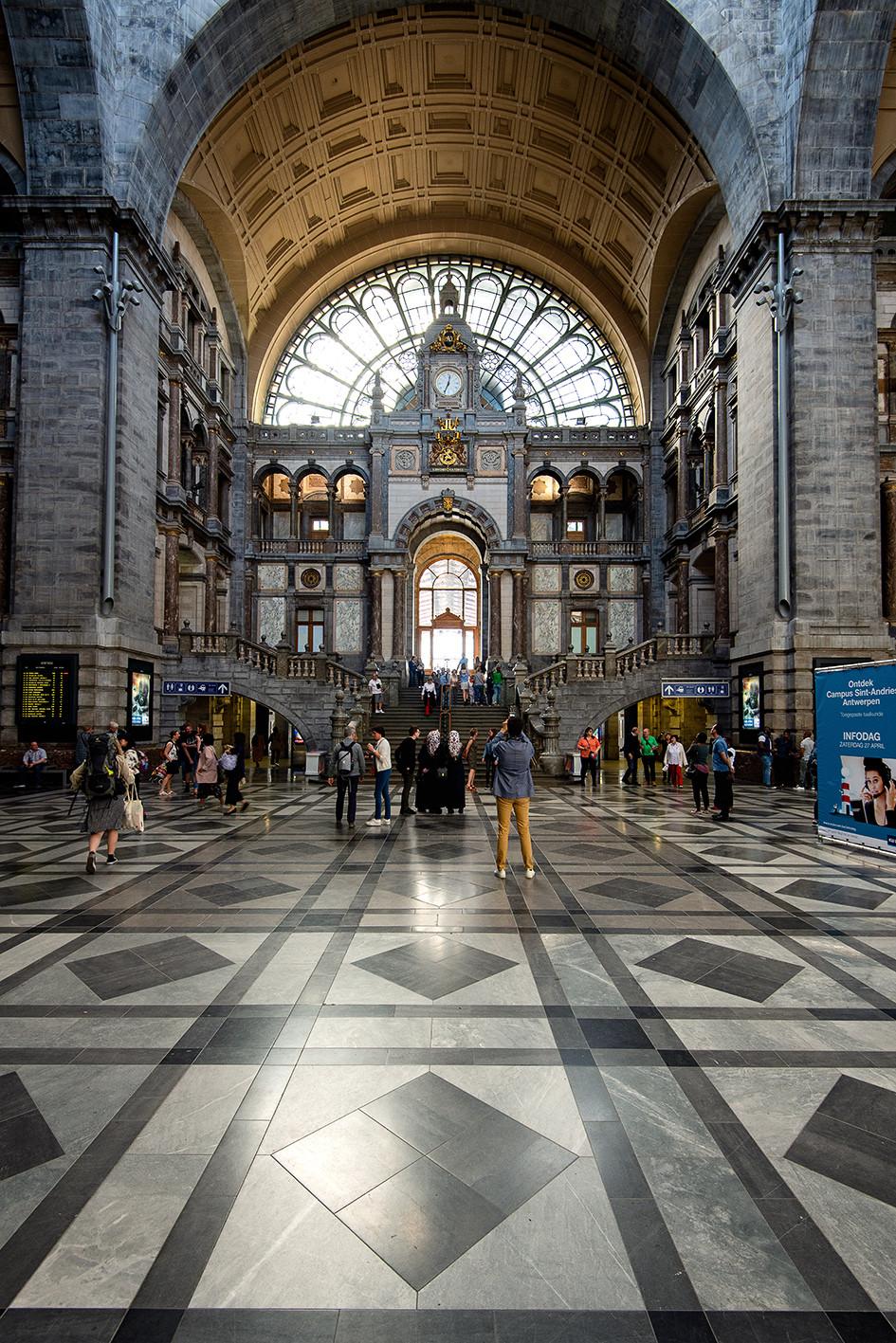 Central Station Antwerpen von Innen