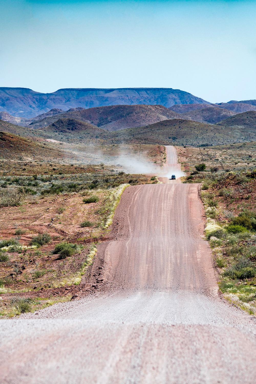 Schotterpiste in Namibia auf dem Weg zum Duwisib Castle