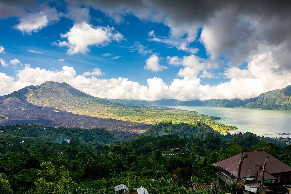 Ausblick auf den Gunung Batur (1717m), Balis aktivsten Vulkan und seinen Vulkansee