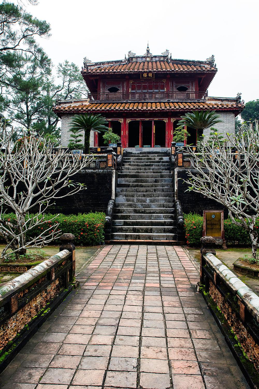 Ein Gebäude auf dem Gelände des Kaisergrabs in der Nähe von Hue