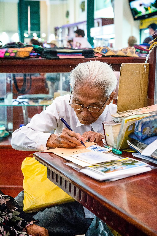 Herr Duong Van Ngo bei der Arbeit in Saigon