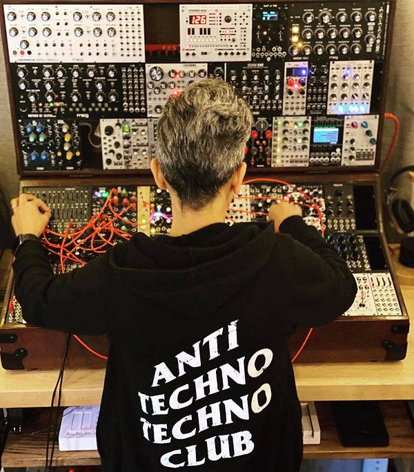 Trovarsi Anti Techno.jpg