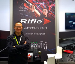 Felipe Wu - presença marcante no estande da Rifle Ammunition