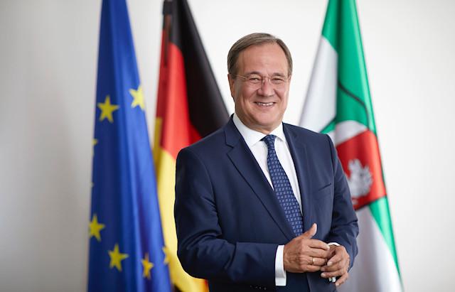Armin Laschet unterstützt Toleranz-Tunnel