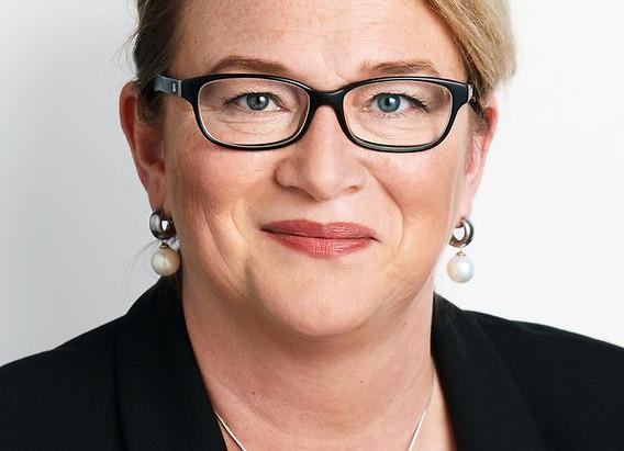 Vorsitzende des Ausschusses für Kultur und Medien unterstützt Toleranz-Tunnel