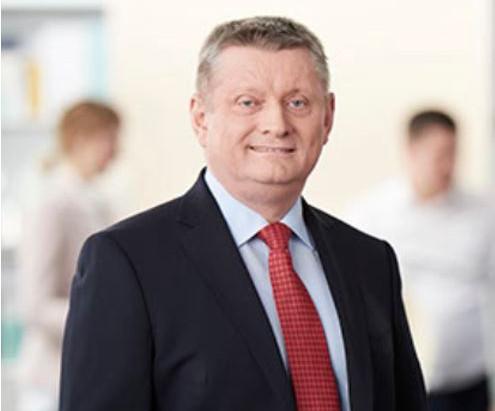 Hermann Gröhe, Mitglied des Bundestages, unterstützt Toleranz-Tunnel