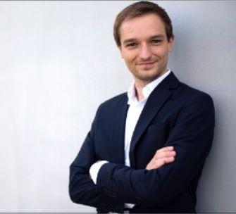 Benjamin Strasser, Mitglied des Deutschen Bundestages, unterstützt Toleranz-Tunnel