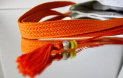 détail bandoulière tressée orange