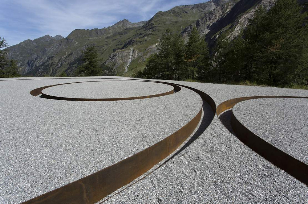 Michael Heizer, Tangential Negative Circles, 2010