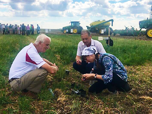 In pursuit of food security objectives, in September 2018, a CRDF Global U.S.-Ukraine Collaborative Grants Program research team hosted a two-day international field day in Ukraine for more than 100 stakeholders. Following a day of professional presentations, principal investigators demonstrated soil quality testing using field test kits at one of their research sites.