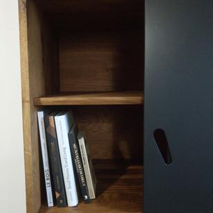 Bibliotheque-chene-noir-mat-detail_livre