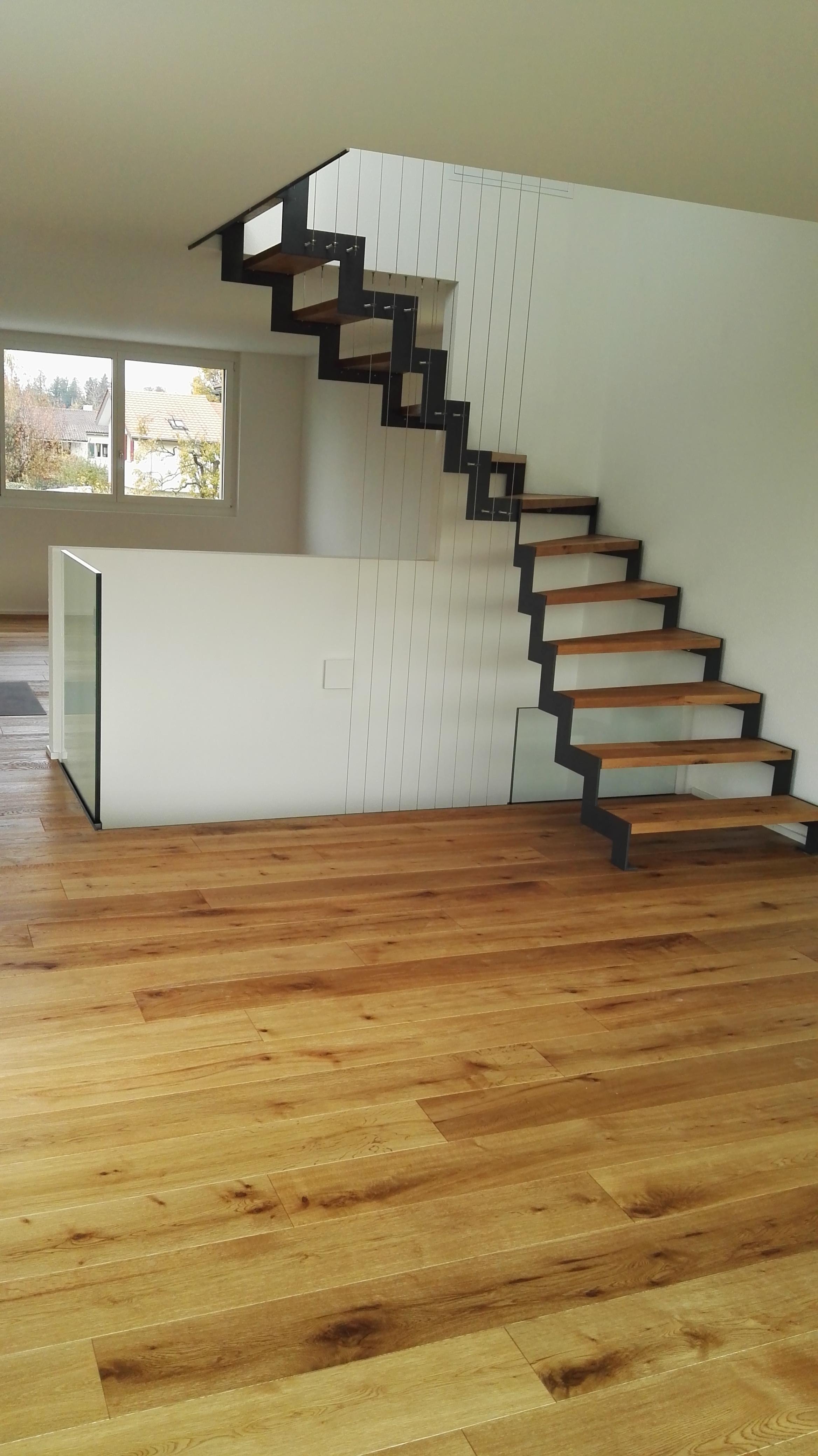 Treppe aus Metall und Holz