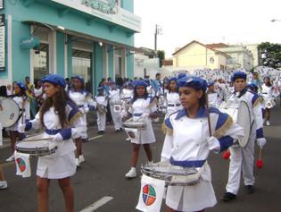 Alunos do CAPP participam de desfile cívico pelo aniversário da cidade