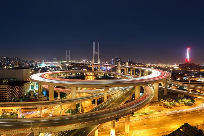 shanghai-nanpu-bridge-at-night-PMBLFYE.j