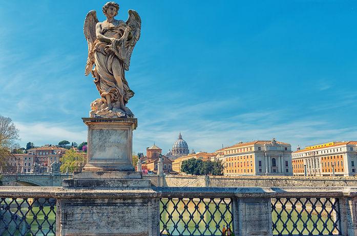 angel-bridge-statue-AP9KYCX.jpg
