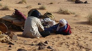 Parie de Jeu de dames dansle désert