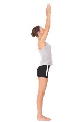 Conocida como la montaña o la palmera, consiste en mantenerse de pie, con las piernas y pies muy juntos